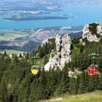 Die Kampenwandseilbahn bringt Sie ganz entspannt auf knapp 1500 m Höhe